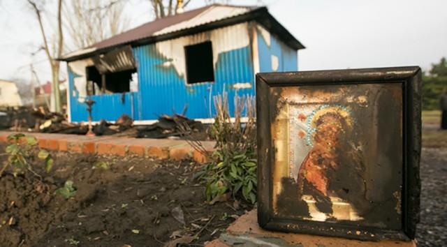 После серии угроз неизвестные спалили храм