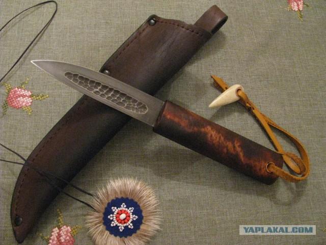 Два ножа.