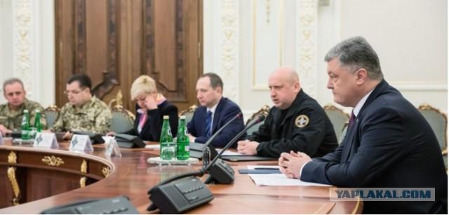 Порошенко анонсировал переход Украины на военное положение