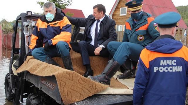 """""""Боярыня Морозова"""". Главе администрации для наблюдения за потопом постелили ковер"""