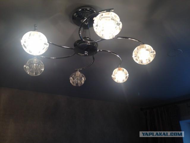 Установка ламп в натяжной потолок