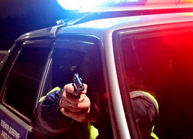 В Петербурге полицейские попытались задержать сотрудников Росгвардии, которые вымогали взятку у местного жителя