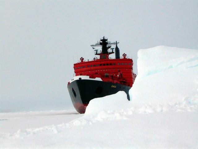 Как возят туристов на Северный полюс.