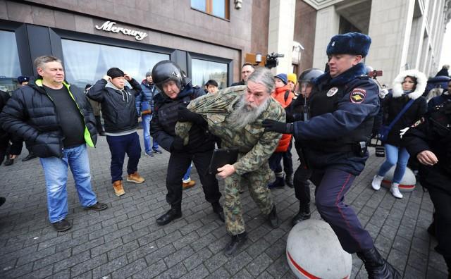 Источник: более 200 человек задержаны на Манежной площади в Москве