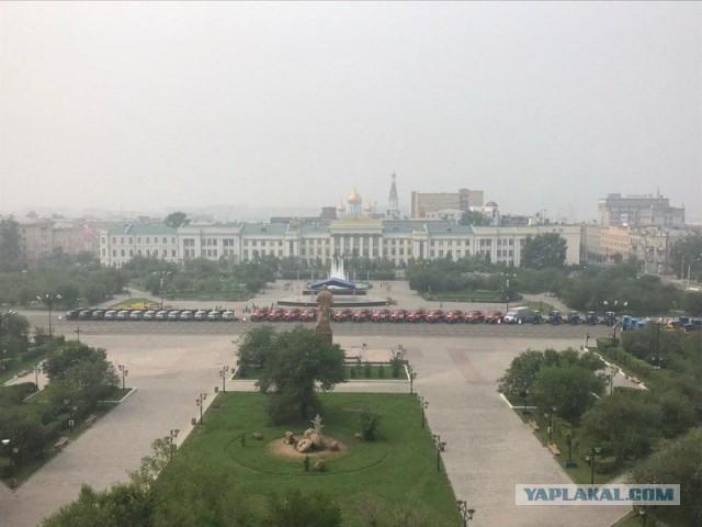 Маразм крепчал. Медведев в Чите прошёлся вдоль выставленной в дыму лесопожарной техники