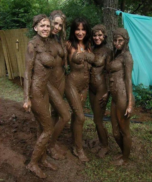 Поиск голые девушки в грязи согласен