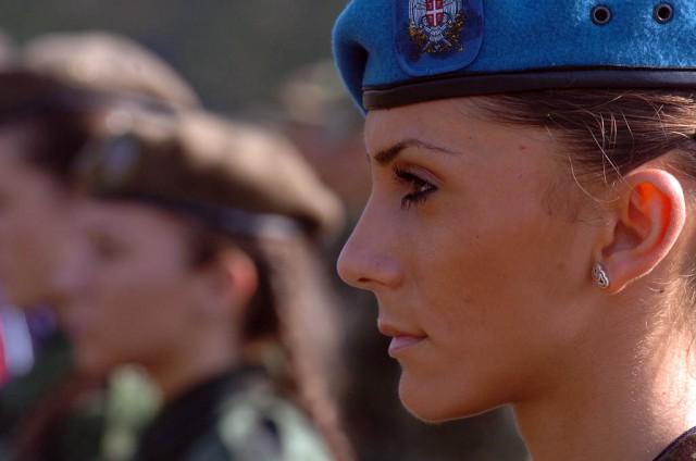 Сербские девушки в униформе