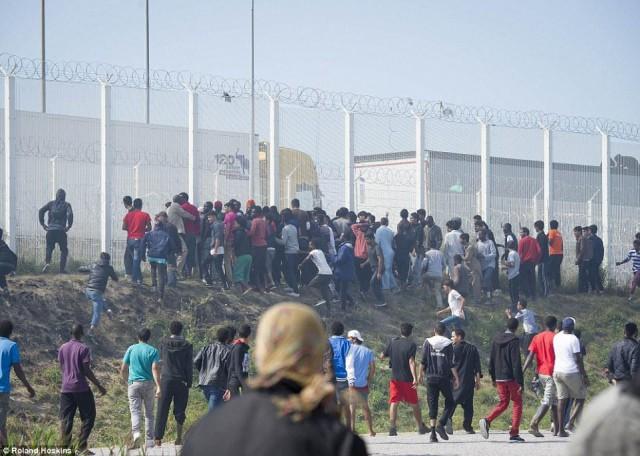 Сарацины штурмуют стену в Кале