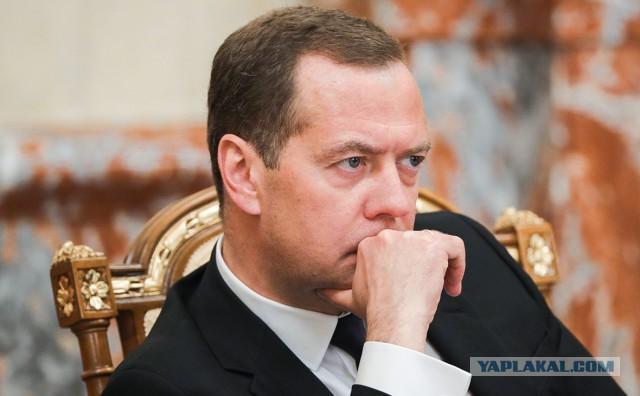 Медведев сравнил усиление санкций США с объявлением экономической войны