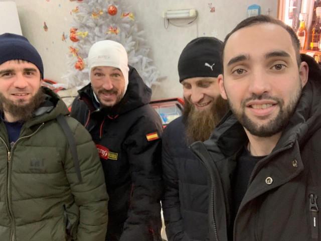 На Байкал на велосипеде. Под Магаданом местные жители нашли замерзающего испанца