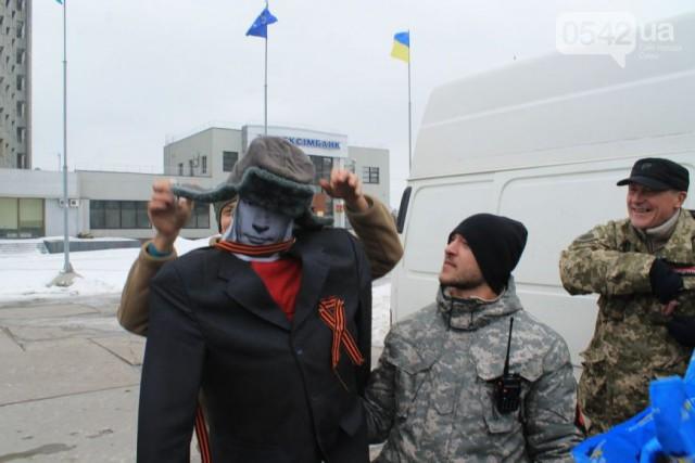 В Сумах сожгли чучело Путина