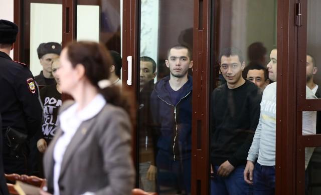 Обвиняемых в организации взрывов в метро Петербурга приговорили к срокам от 19 лет до пожизненного