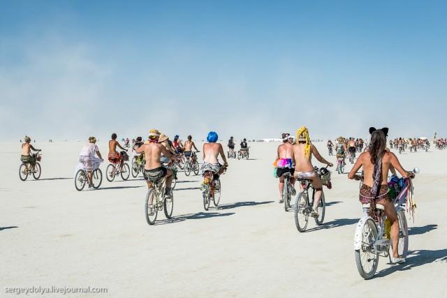 10 000 голых сисек в пустыне (18+)