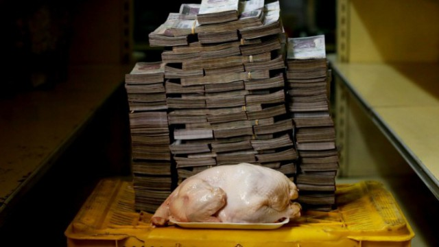 Сколько стоят продукты питания в Венесуэле - наглядные фотографии с горами денег
