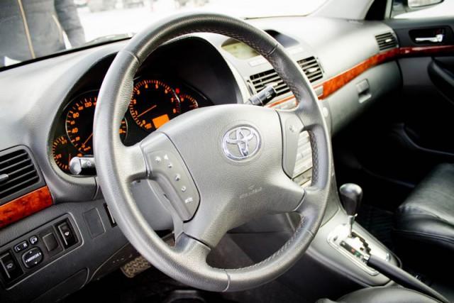 Продаю Toyota Avensis СРОЧНО