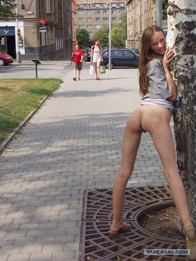 devushka-dlya-golie-popi-na-ulitse-zhopu-porno-erotika