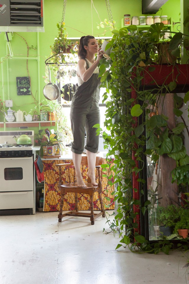 В городских джунглях: у девушки более 500 растений в квартире