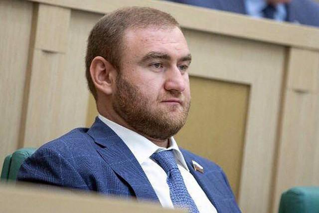 Сенатор Арашуков «опоздал» на свой арест и попытался сбежать