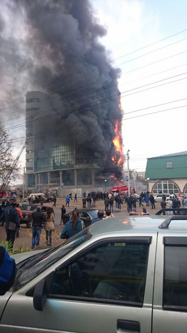 В Уфе горит бизнес центр
