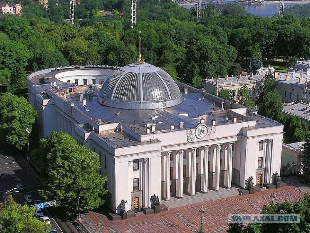 Украинские депутаты выгнали коммунистов