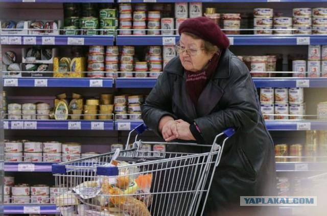 Почти треть россиян экономит на мясе, сыре и колбасе