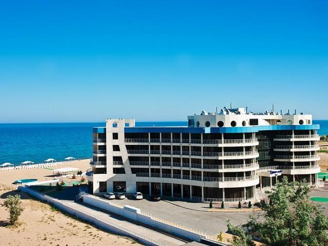 Владельцы отелей на побережье Черного моря России объявили, что летом 2017 года стоимость размещения подорожает на 20%