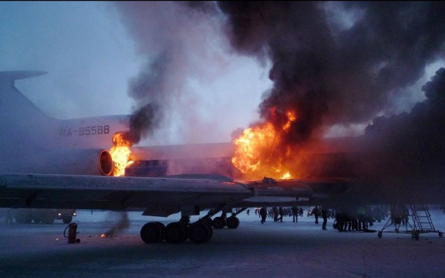 В Сургуте загорелся и взорвался Ту-154