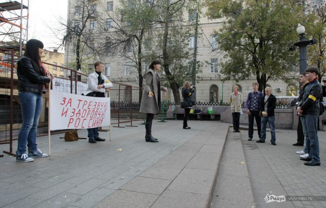 На акцию против пьянства пришли аж... 9 человек!