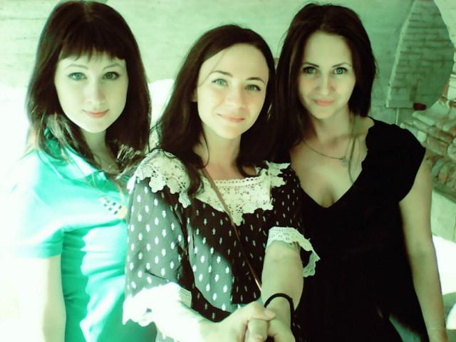 Две девушки из Красноярска отправились в Амстердам на отечественной «девятке»
