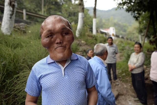 Китайский фермер с лицом инопланетянина
