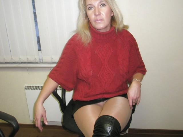 откровенные картинки женщин40 под юбкой