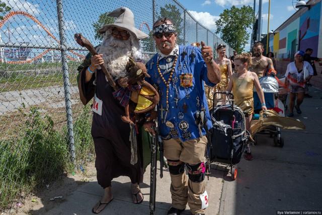 Парад русалок в Нью-Йорке