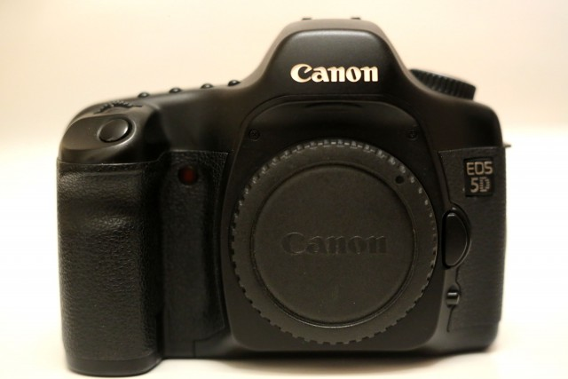 Продам фотоаппарат Canon 5d (первый пятак)