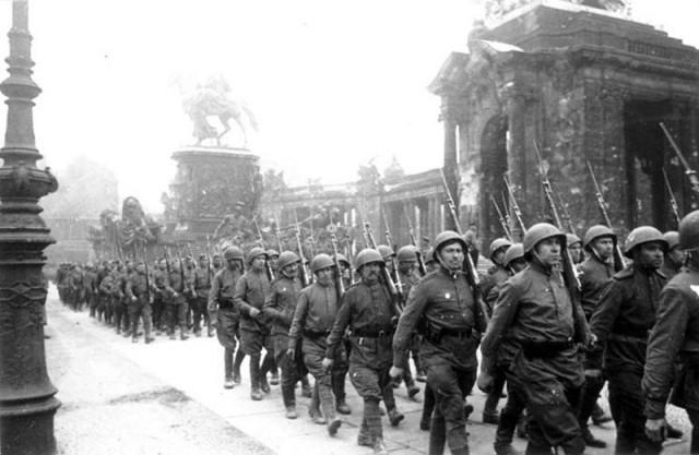 1945. ������������ ������