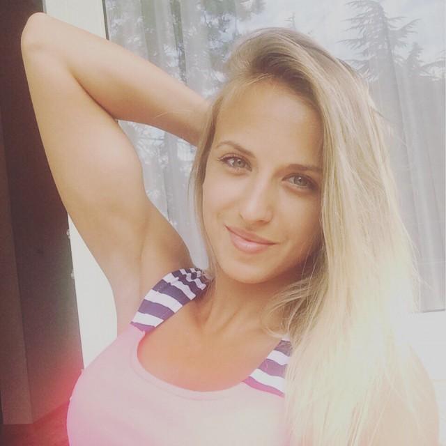 Чемпионка по фитнес-бикини разбилась в ДТП под Курском, где погибли пять человек. Спортсменка возвращалась домой
