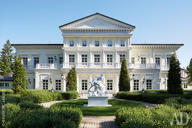 Дворец для олигарха. Особняк на Рублевке площадью 6000 м2 принадлежит Виктору Рашникову
