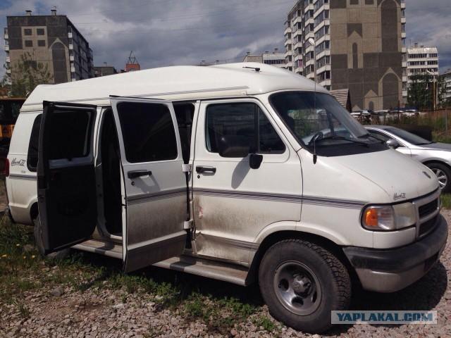 продам монстра Dodge Ram Van, 1996 год