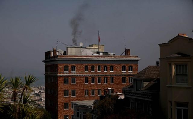 Над российским консульством в Сан-Франциско заметили черный дым