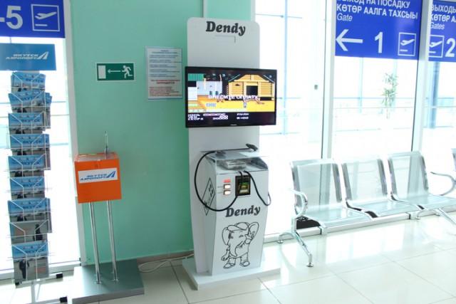 В аэропорту города Якутск обнаружился вот такой игровой автомат - Dendy