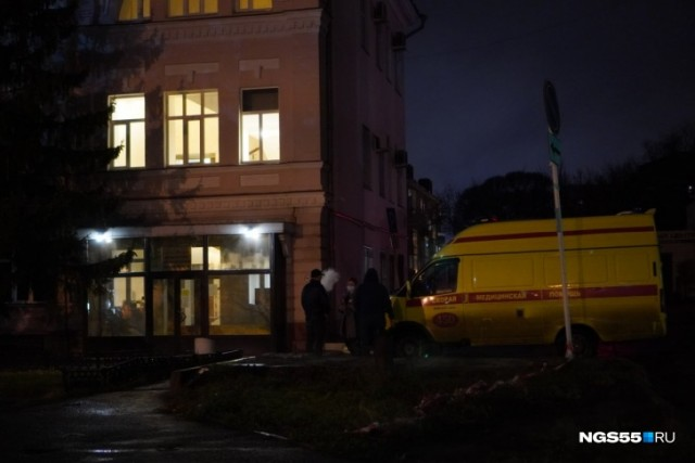 В Омске скорая привезла пациента в Минздрав