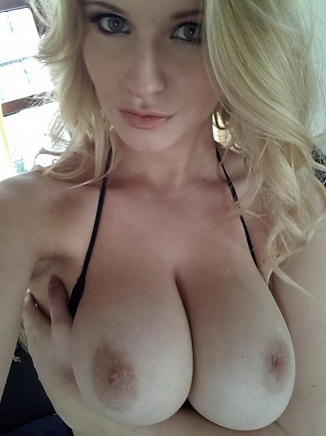 В Сеть утекли интимные фото британской модели Jess Davies