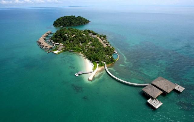 «Американская мечта» в океане: Супруги выложили за остров 15 000 дол., построили 27 хижин и стали миллионерами