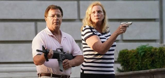 Американскую пару засудят за угрозу оружием активистам BLM