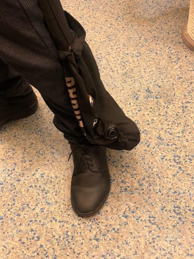 В Москве задержали парня, который ходил со скрытой камерой в сумке и снимал под юбками у девушек