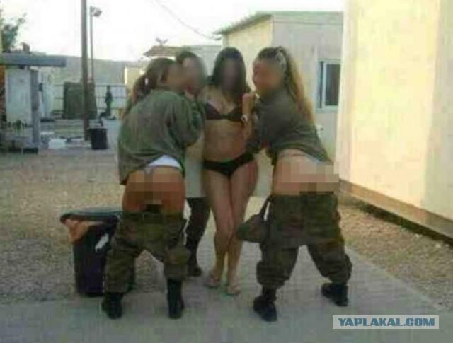 Израильские военные раздеваются