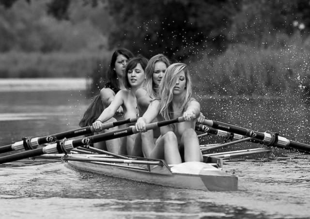 Женская команда по гребле разделась для календаря