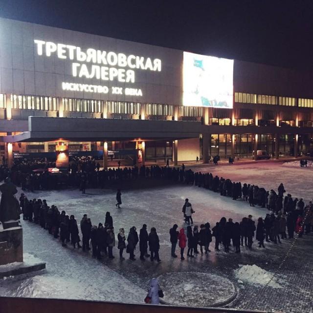 Посетители выставки Серова выломали двери в Третьяковке