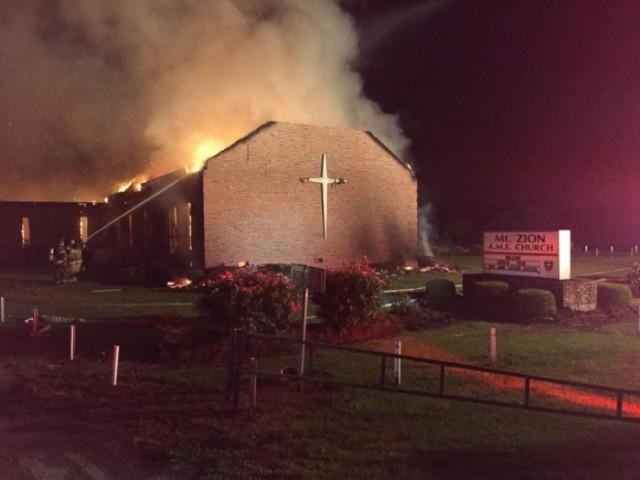 """В США массово горят """"черные"""" церкви"""