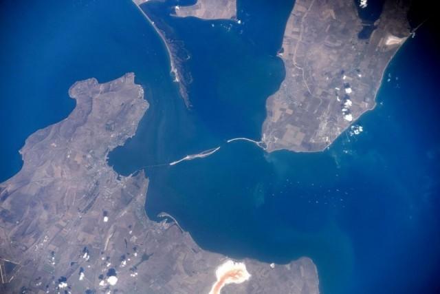 Российский космонавт сфотографировал строительство Керченского моста