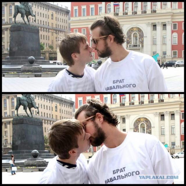 гей целуются в засос